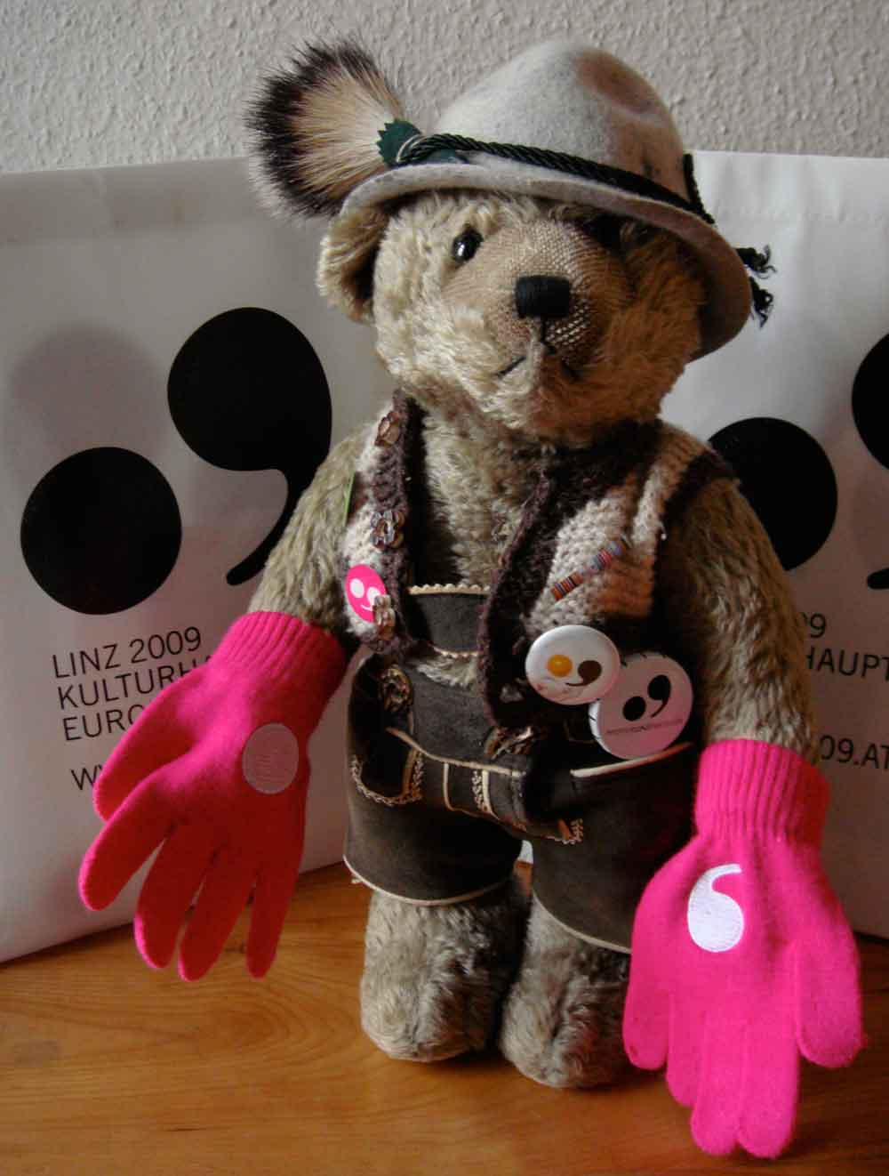 Arktos Der Linz 09 Br Wrist Bear Pink